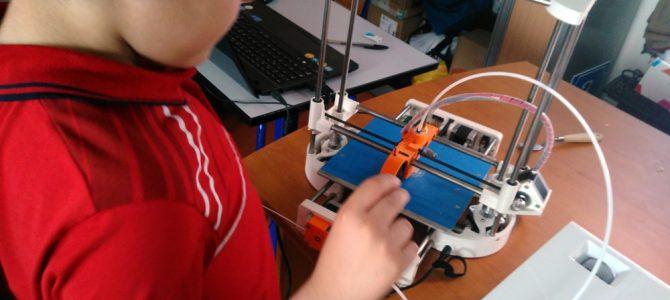 Les enfants découvrent l'impression 3D
